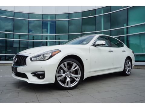 Certified Pre-Owned 2017 INFINITI Q70 3.7